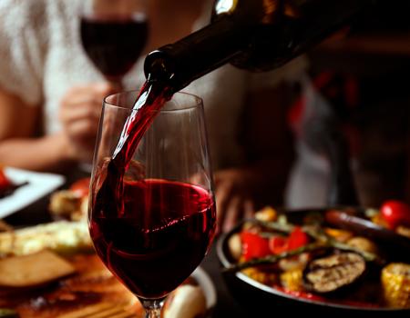Disfruta-tus-comidas-con-un-exquisito-vino-californiano--Foto destacada
