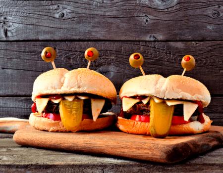 Diviertete-en-Halloween-preparando-unas-deliciosas-monstruo-burguesas--Foto destacada