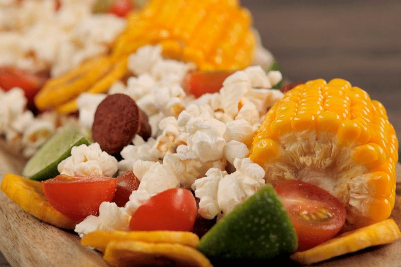Picada con palomitas de maíz