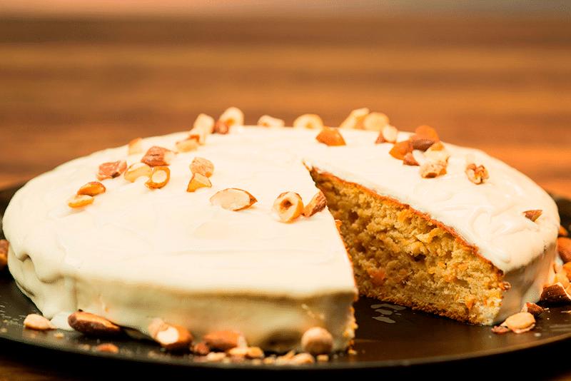 Torta de soya con zanahoria y crema de coco