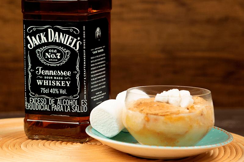 Peras y masmelos en salsa de whiskey