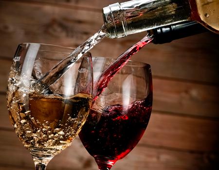 ¿Cuál es tu elección, una copa de vino tinto o de vino blanco?