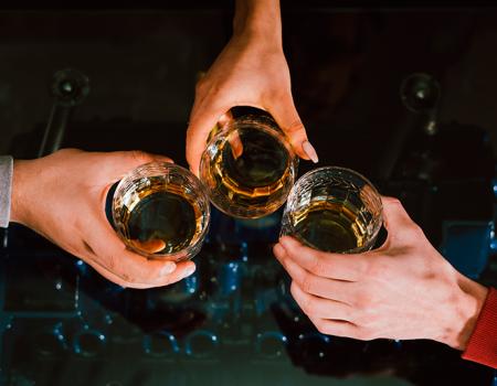 ¿Y qué tal un brindis con un buen trago de los Estados Unidos?